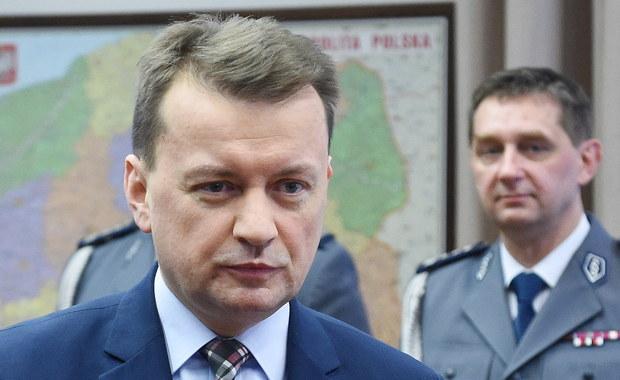 Szef MSWiA Mariusz Błaszczak poinformował, że na jego wniosek rząd unieważnił przyjęty w 2012 r. dokument wyznaczający główne kierunku polityki migracyjnej Polski. Jak ocenił, nie uwzględniał on sytuacji kryzysu migracyjnego jaki dotknął Europę.