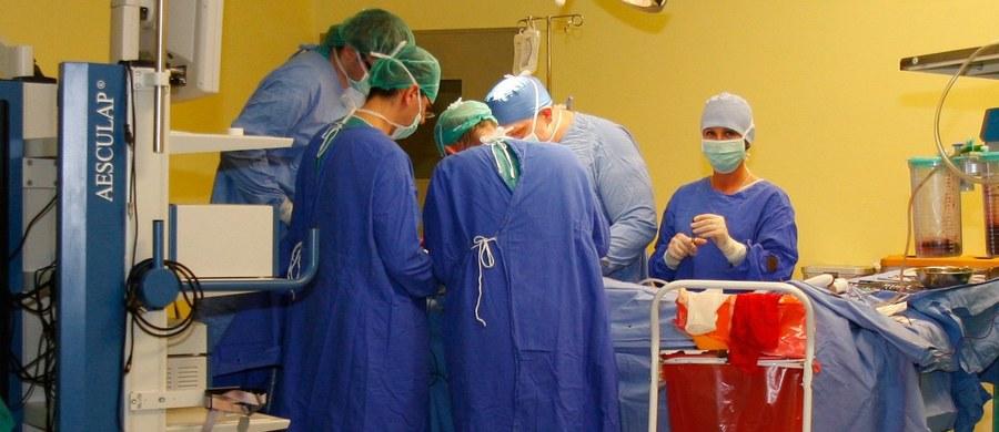Po wprowadzeniu sieci szpitali, 154 ośrodki kardiologiczne - w tym małe monoprofilowe szpitale, które opiekują się np. pacjentami z zawałem serca - otrzymają kontrakty z NFZ - zapewnia pełniący obowiązki prezesa NFZ Andrzej Jacyna. Jak ujawnił reporter RMF FM Michał Dobrołowicz, w liście o zapewnienie finansowania placówkom, apelowali kardiolodzy.