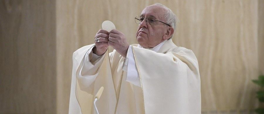 Papież Franciszek uważa, że media społecznościowe nie prezentują prawdziwej historii życia. W orędziu na XXXII Dzień Młodzieży, który będzie obchodzony w Niedzielę Palmową 9 kwietnia, apelował do niej, by nie dawała się zwieść fałszywym obrazem rzeczywistości.