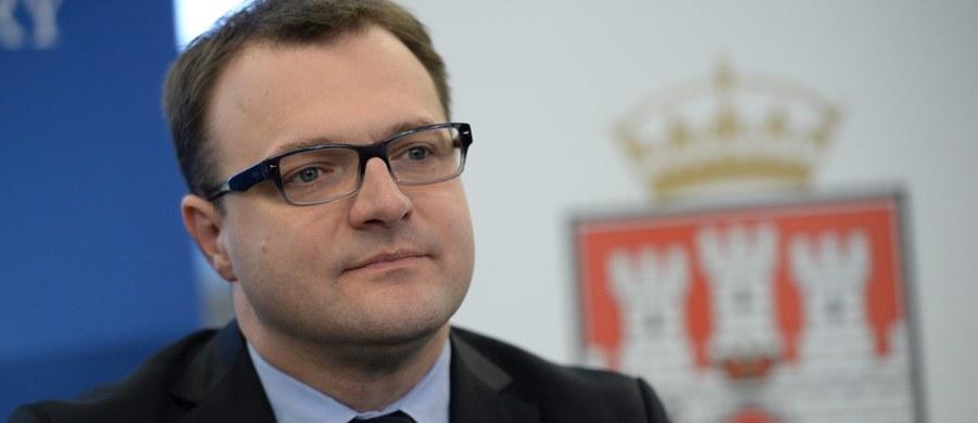 Prezydent Radomia Radosław Witkowski ma tydzień na przedstawienie wojewodzie mazowieckiemu swojego stanowiska wobec wniosku CBA o wygaszanie mu mandatu, w związku ze złamaniem przepisów ustawy antykorupcyjnej. Witkowski stoi na stanowisku, że nie złamał prawa.