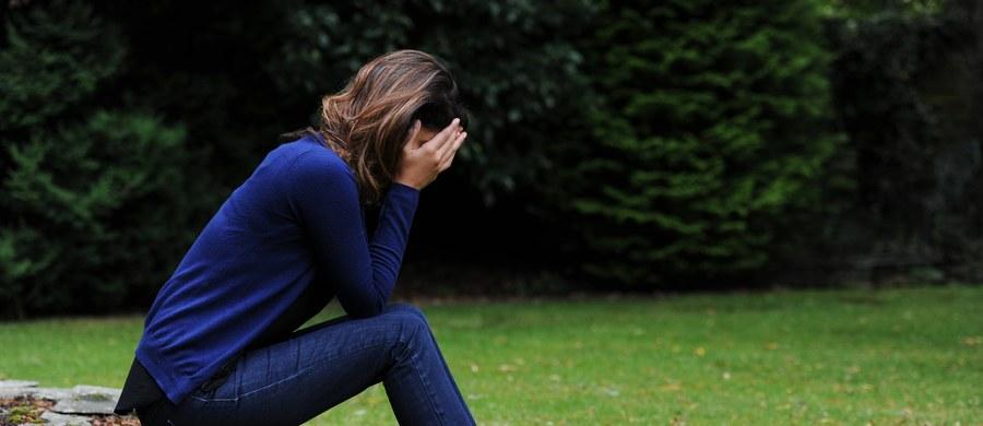 Jak odróżnić wiosenne przesilenie od depresji? Czy bardziej na zmiany nastroju narażone są kobiety czy mężczyźni? Jakie preparaty zażywać, żeby przetrwać do wiosny? Na pytania dotyczące przesilenia odpowiadał w naszym wideoczacie dr Michał Bzowy. Tłumaczył, dlaczego przesilenie wiosenne nie jest argumentem tłumaczącym lenistwo.