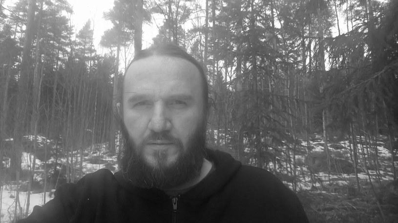 """We wtorek 21 marca zmarł Gabriel """"Negru"""" Mafa, perkusista i współzałożyciel rumuńskiej metalowej grupy Negură Bunget. Muzyk miał 42 lata."""