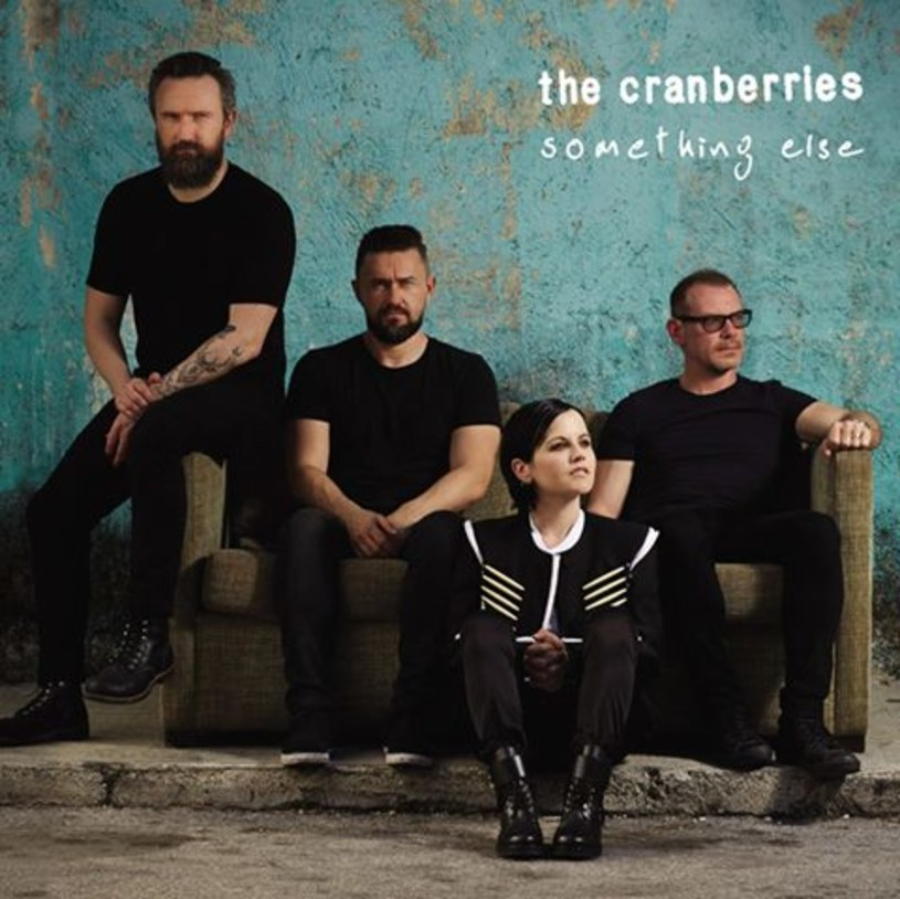 """28 kwietnia do sprzedaży trafi pierwsza od pięciu lat płyta The Cranberries. """"Something Else"""" to głównie zagrane z orkiestrą akustyczne wersje największych przebojów."""