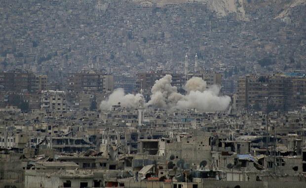 Walki toczące się w Syrii wokół Damaszku odcięły ok. 300 tysięcy ludzi od pomocy humanitarnej - zaalarmował szef grupy roboczej ONZ ds. pomocy humanitarnej Jan Egeland. Potrzebne są przerwy w walkach, by zapewnić pomoc potrzebującym - dodał.