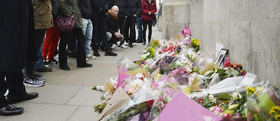 Już ponad pół miliona funtów osiągnął społeczny fundusz przeznaczony dla rodziny zamordowanego w Londynie policjanta. Keith Palmer zginął od ciosów zamachowca w środowym ataku przed Parlamentem. Miał 48 lat.