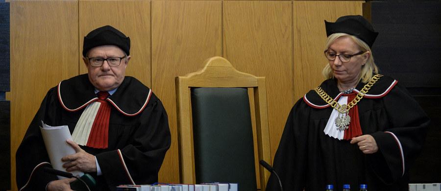 """""""Prezes Trybunału Konstytucyjnego podejmuje decyzje dotyczące mojego urlopu z poczuciem pełnej bezkarności, bez odnoszenia się do argumentacji prawnej"""" - skarży się wiceprezes Trybunału Stanisław Biernat. W RMF FM ujawniamy treść listu, który sędzia Biernat wysłał do szefowej tej instytucji Julii Przyłębskiej. Pisze w nim, że zaległy urlop, którego odebrania przez niego domaga się szefowa Trybunału już mu nie przysługuje."""