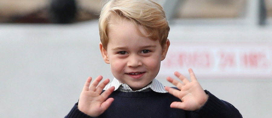 Księżna i książę Cambridge postanowili od września posłać do szkoły swego synka, księcia George'a, który w lipcu skończy cztery lata. Wybrali prywatną placówkę Thomas's Battersea położoną dogodnie kilka mil od ich londyńskiej rezydencji, Pałacu Kensington.