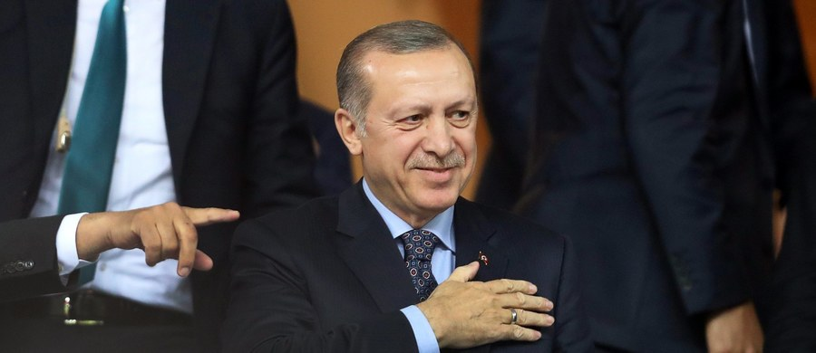 Prezydent Turcji Recep Tayyip Erdogan oświadczył w sobotę, że w jego kraju może odbyć się referendum, w którym obywatele zdecydowaliby, czy należy kontynuować negocjacje w sprawie przystąpienia do Unii Europejskiej.