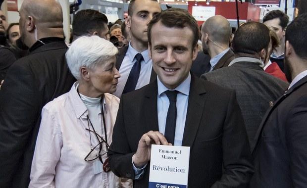W pierwszej turze wyborów prezydenckich we Francji kandydat prawicy Francois Fillon dostałby 17 proc., a centrysta Emmanuel Macron 26 proc. głosów. To spadek poparcia dla Fillona i wzrost notowań jego rywala - wynika z opublikowanego w sobotę sondażu BVA.