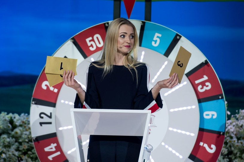 """To będzie walka płci! W piątym odcinku programu """"Kocham Cię, Polsko!"""" zmierzą się dwie drużyny - w jednej pojawią się trzy piękne aktorki, w drugiej - trzej przystojni aktorzy. Ich zmagania będziemy śledzić w sobotę, 1 kwietnia, o godz. 20:05 w TVP2."""