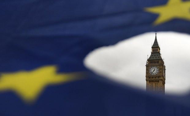 Amputacja Wielkiej Brytanii zmieni Unię Europejską. Nie chodzi o gwiazdkę, która zniknie z europejskiej flagi. Przesunie się polityczny środek ciężkości Wspólnoty. Uszczupli się kufer, do którego co roku Brytyjczycy wpłacali 13 miliardów funtów. Unia bez Wielkiej Brytanii wciąż będzie mocnym ciałem, choć dla reszty świata odrobinę mniej atrakcyjnym. Jeśli w ślady Londynu pójdą inni, z nieba zaczną spadać inne gwiazdy. To będzie trzęsienie ziemi.
