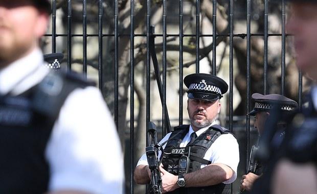 Atak na 15-letniego Polaka w miejscowości Stroud koło Bristolu nie był incydentem na tle narodowościowym – twierdzi policja hrabstwa Gloucestershire, która zajmuje się sprawą. Zgodnie z brytyjską klasyfikacją, ewentualne ataki ze względu na narodowość ofiary są traktowane jako rasistowskie. W minioną niedzielę chłopak został dotkliwie pobity przez grupę napastników, a właściciel sklepu który stanął w jego obronie potracony samochodem.