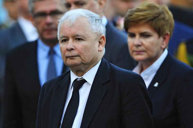 - Ja bym bardzo chciał móc obejrzeć wszystkie odcinki, ale obejrzałem dotąd tylko dwa - te pierwsze. Ciągle czekam, żeby mieć taki moment, w którym będę mógł obejrzeć, jednym ciągiem, te pozostałe. No ale ja mam strasznie mało czasu - mówi w rozmowie w RMF FM Jarosław Kaczyński.