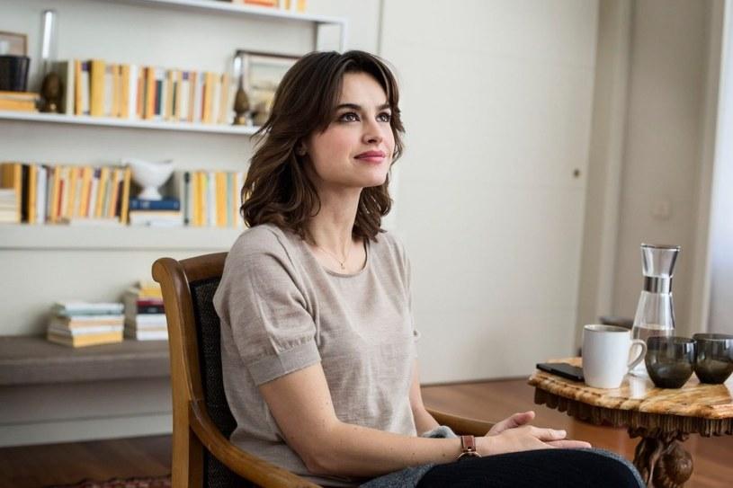 """Kasia Smutniak znów zagrała główną rolę we włoskim filmie. 13 kwietnia na ekrany kin wchodzi tam komedia """"Żona i mąż"""" w reżyserii Simone Godano z udziałem tej bardzo popularnej aktorki."""
