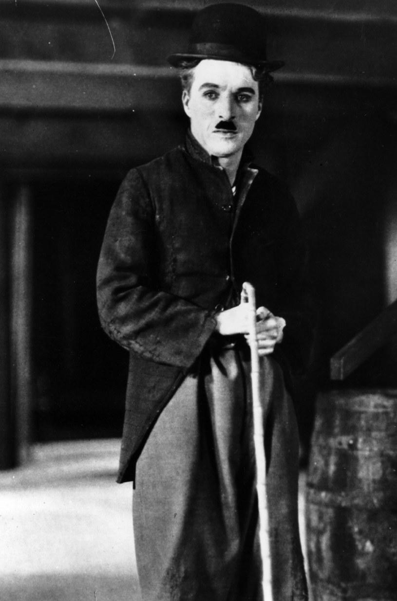 Ikona niemego kina. Wszystko robił sam: casting, produkcja, granie, reżyseria - te zadania należały do niego. Charlie Chaplin - Anglik, który zrobił karierę w USA, ale zamieszkał w Szwajcarii.