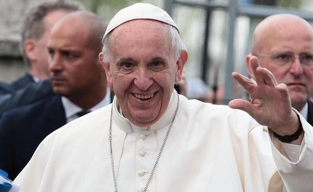 Papież Franciszek upoważnił biskupów do uznania małżeństw udzielanych przez księży z bractwa lefebrystów. Ogłoszoną dziś decyzję uważa się za kolejny krok na drodze do pełnego pojednania Kościoła z tradycjonalistami z Bractwa Kapłańskiego św. Piusa X.