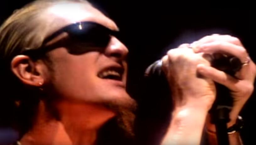 """W chwili śmierci ważył niespełna 40 kilogramów, a jego ciało znaleziono dopiero po dwóch tygodniach w stanie mocno zaawansowanego rozkładu. Zmarły 5 kwietnia 2002 roku Layne Staley, wokalista grupy Alice In Chains, zdaniem swoich kolegów popełnił """"najdłuższe samobójstwo na świecie""""."""