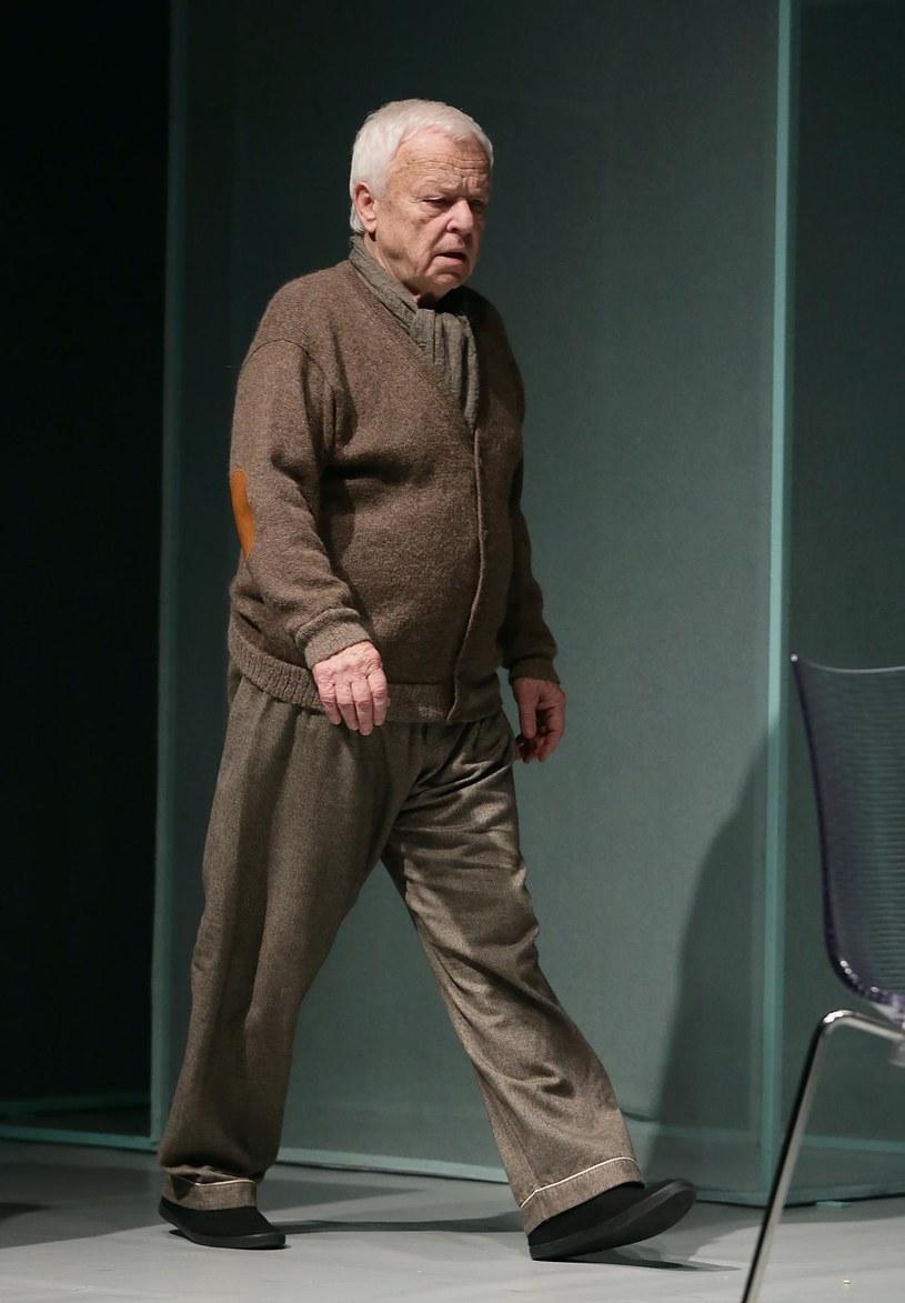 """Mariana Opanię w tytułowej roli """"Ojca"""" od soboty można oglądać na deskach Teatru Ateneum. """"Starość jeszcze mnie nie dotyka """" - mówi PAP Life aktor i zdradza, że do życia podchodzi bardzo aktywnie. Jego recepta na młodość ducha? Umrzeć w biegu."""