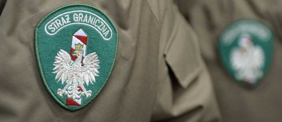 Kilku mężczyzn w strzeżonym Ośrodku Straży Granicznej dla Cudzoziemców w Białej Podlaskiej zaatakowało funkcjonariuszy, którzy wyprowadzali z ośrodka trzy osoby w celu ich deportacji. Użyto gazu łzawiącego i kajdanek. Mężczyźni zostali umieszczeni w izolatce - poinformowała Straż Graniczna.