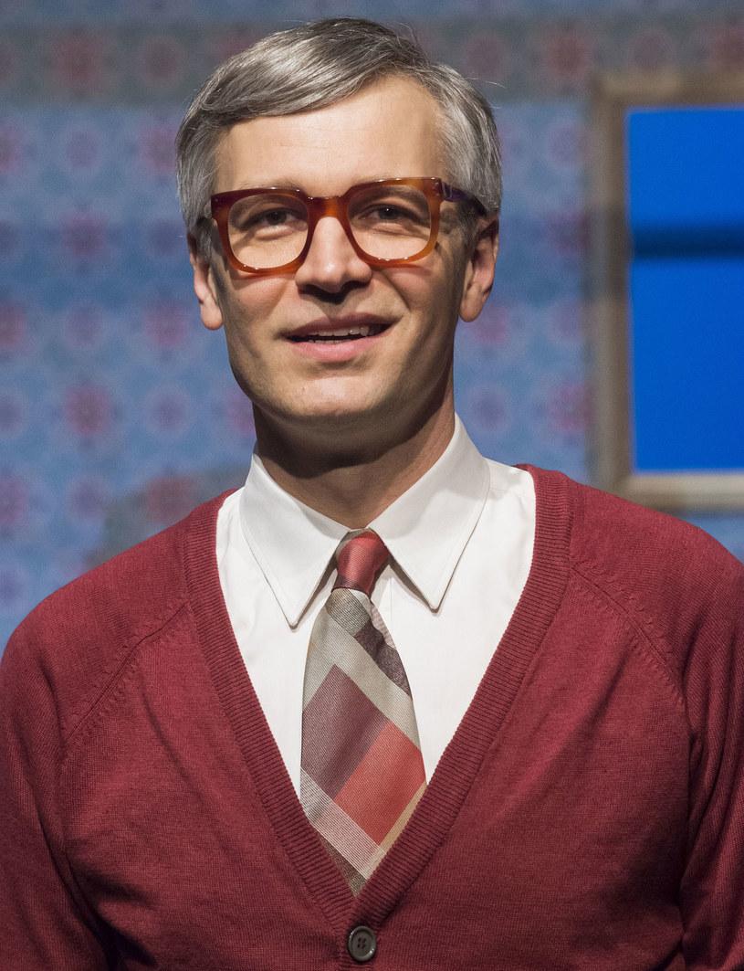 Niedawno w swoim teatrze miał premierę Gogola, a na ekranach kin zadebiutował w komedii romantycznej. Michał Żebrowski, ukochany przez wszystkich jako cyniczny Falkowicz, w święta wielkanocne postanowił odpocząć w gronie rodziny.