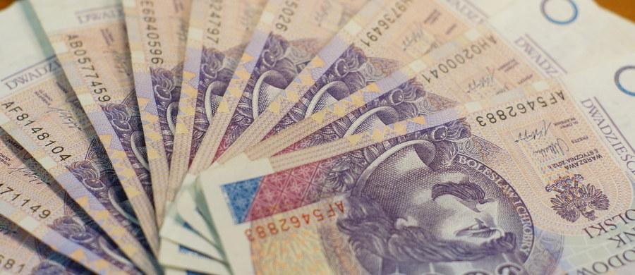 W przyszłym tygodniu zostanie zaprezentowany projekt, który obniży pozapłacowe koszty pracy i podniesie zarobki Polaków o 25-30 proc. - zapowiedział przewodniczący Parlamentarnego Zespołu na rzecz Wspierania Przedsiębiorczości i Patriotyzmu Ekonomicznego Adam Abramowicz (PiS).