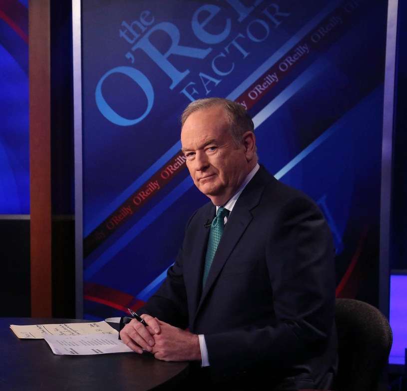 """Najpopularniejszy prezenter informacyjnej stacji telewizyjnej Fox News, Bill O'Reilly, został w środę zwolniony po ponad 20 latach prowadzenia swego programu w związku z oskarżeniami o molestowanie seksualne. Prezenter odrzucił te oskarżenia jako """"bezpodstawne""""."""