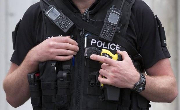 Brytyjska policja będzie strzelać do kierowców, co do których istnieje podejrzenie, że planują przeprowadzenie zamachu terrorystycznego. O zmianie w dotychczasowej strategii poinformował Simon Chesterman z Narodowej Rady Dowódców, która koordynuje działania służb w Wielkiej Brytanii.