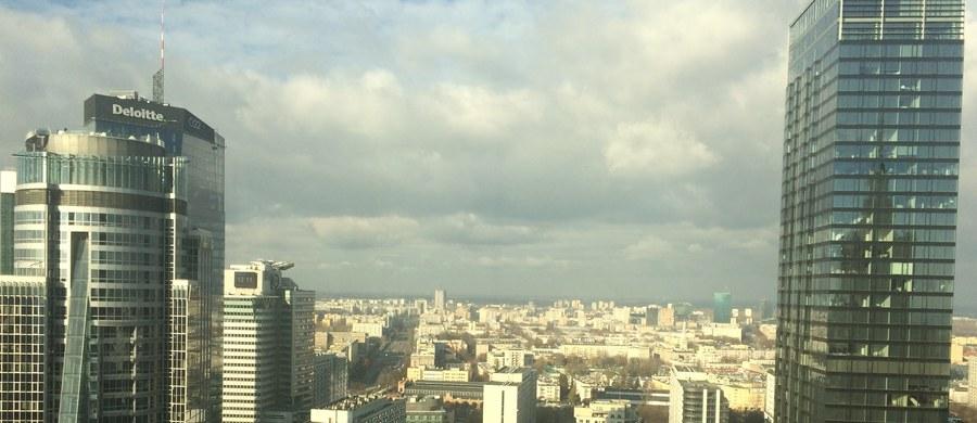 """Warszawa jest w czołówce europejskich miast, gdzie najlepiej mieszka się i studiuje w ramach programu Erasmus - te wyniki sondażu wśród studentów prezentuje włoski dziennik """"La Repubblica"""". Pismo odnotowuje, że wielu Włochów wysoko ocenia studia w Polsce."""