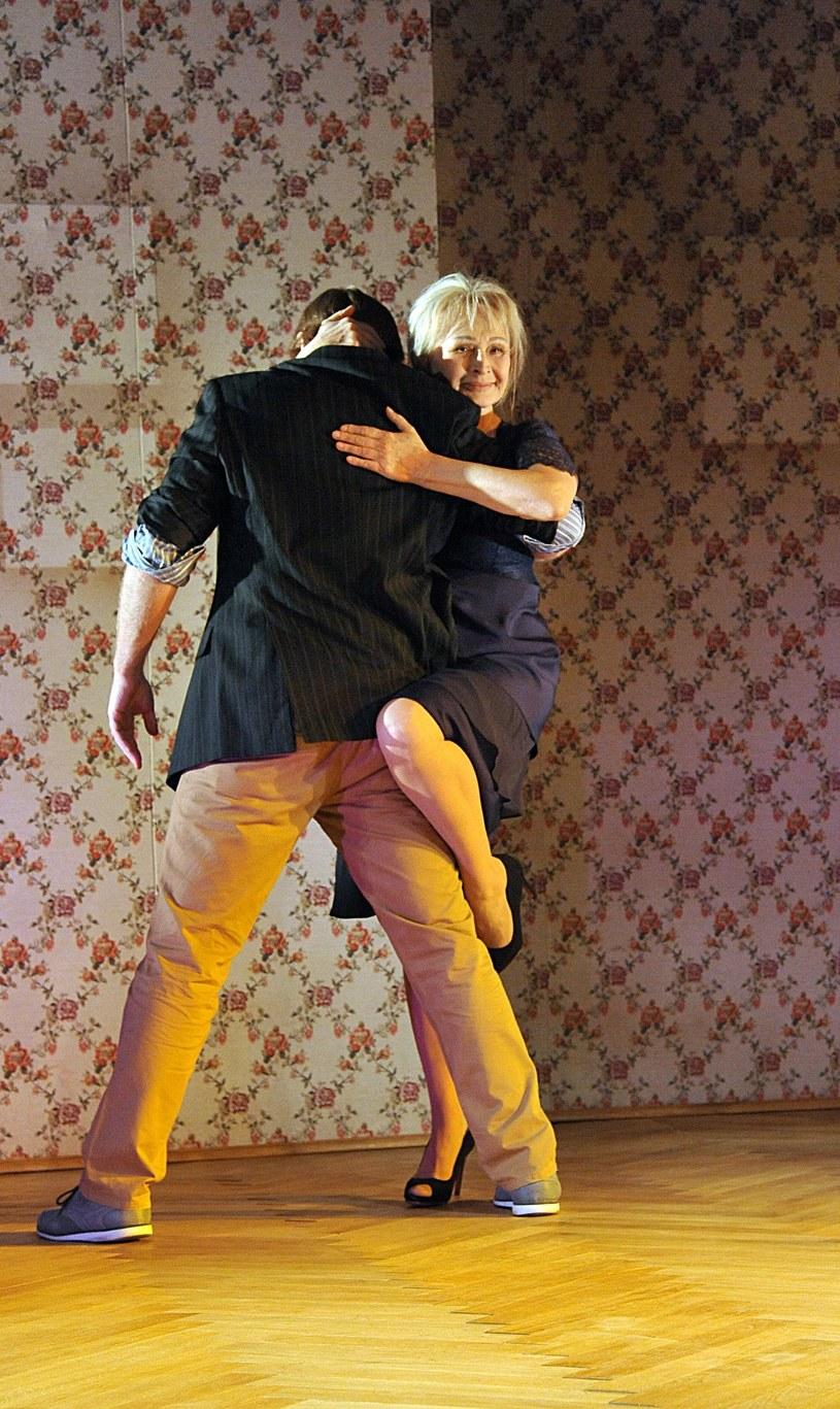 """Na swe 70. urodziny Grażyna Barszczewska przygotowała spektakl """"Niezatańczone tango"""". Wbrew tytułowi, aktorka tańczy na scenie i to znakomicie. Premiera spektaklu - 21 kwietnia w Teatrze Polskim."""