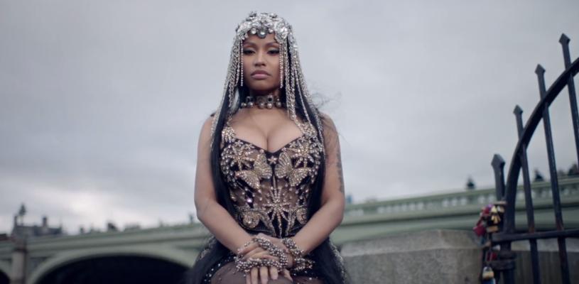 """W sieci pojawił się nowy teledysk Nicki Minaj do utworu """"No Frauds"""", z gościnnym udziałem Lil Wayne'a i Drake'a. Fani zareagowali na niego jednak negatywnie ze względu na kadry z Mostu Westminsterskiego, na którym w marcu doszło do zamachu terrorystycznego."""
