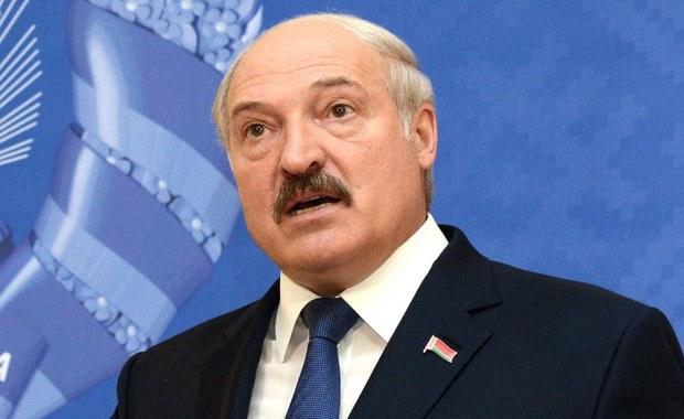 Prezydent Białorusi Alaksandr Łukaszenka w dorocznym orędziu skrytykował Sojusz Północnoatlantycki i Unię Europejską. Łukaszenka oświadczył m. in., że NATO już dawno jest u białoruskich granic i dostarcza Polsce nowoczesne uzbrojenie, a Zachód mimo to ma pretensję do Mińska, że organizuje z Rosją wspólne manewry wojskowe.