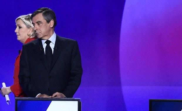"""""""Prawie połowa społeczeństwa francuskiego jest w tej chwili w stanie poprzeć bardzo skrajne ugrupowania, skrajnych kandydatów. Oczywiście są konkretne przyczyny, dlaczego tak się dzieje. Jest bardzo poważny upadek klasy politycznej, brak zaufania do polityków. O tym się mówi teraz dużo w Europie, ale te wybory są tego dobitnym przykładem"""" - mówi pytany o wybory prezydenckie we Francji dr Łukasz Jurczyszyn z Polskiego Instytutu Spraw Międzynarodowych. """"89 proc. Francuzów uważa, że politycy są w polityce tylko po to, aby zabezpieczyć swoje interesy. Ponad 60 proc. Francuzów nie wierzy w ogóle w demokrację"""" - podkreśla."""