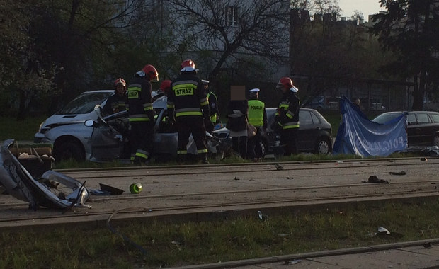 Groźne wypadki na Alei Piłsudskiego w Łodzi. W pierwszym zginął kierowca. W drugim ranne zostały dwie osoby.