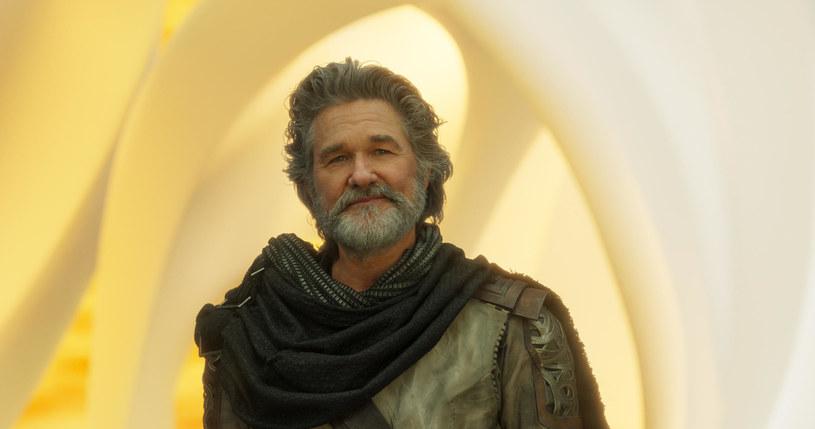 """""""Ten film koncentruje się na chłopcu, który nigdy nie wiedział, kim jest jego ojciec"""" - powiedział Kurt Russell o filmie """"Strażnicy Galaktyki 2"""". Produkcja zadebiutuje na ekranach polskich kin 5 maja."""