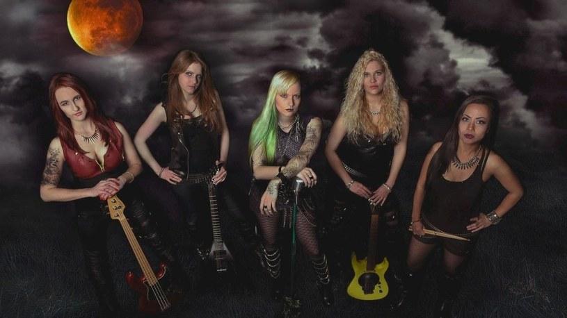 Heavymetalowa grupa Burning Witches ze Szwajcarii przygotowała debiutancki album.