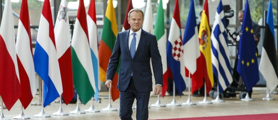 Po około 30 minutach od rozpoczęcia rozmów szefowie państw i rządów 27 krajów UE przyjęli w sobotę wytyczne do negocjacji ws. warunków wyjścia Wielkiej Brytanii z UE. Jak poinformował szef Rady Europejskiej Donald Tusk, decyzja została podjęta jednomyślnie.