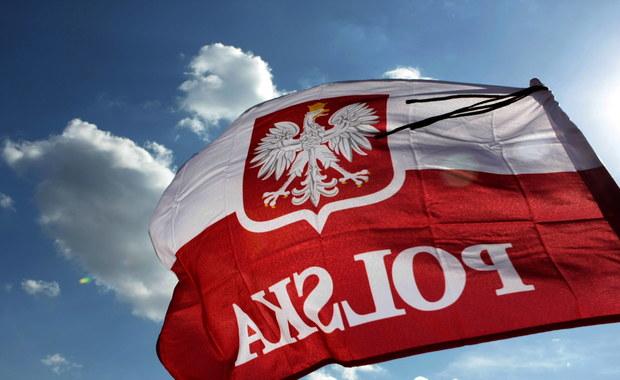 """""""Polska jest jedynym państwem w Europie, a być może i na świecie, gdzie prezydent nie ma własnej flagi. Przywrócenie tej flagi, która nazywana jest chorągwią Rzeczypospolitej, jest konieczne"""" - mówi PAP heraldyk Alfred Znamierowski."""
