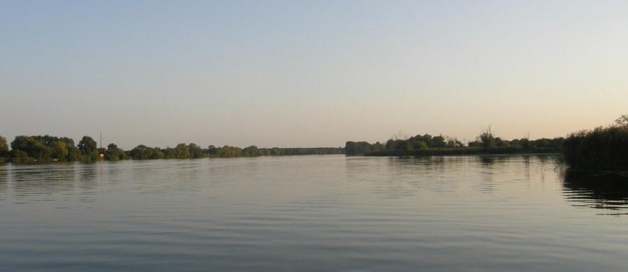 Płetwonurkowie odnaleźli ciało 44-letniego mężczyzny, który wczoraj wypłynął na jezioro Druglin niedaleko Ełku (woj. warmińsko-mazurskie). Jak dowiedział się wcześniej reporter RMF FM, to mieszkaniec jednej z pobliskich miejscowości.