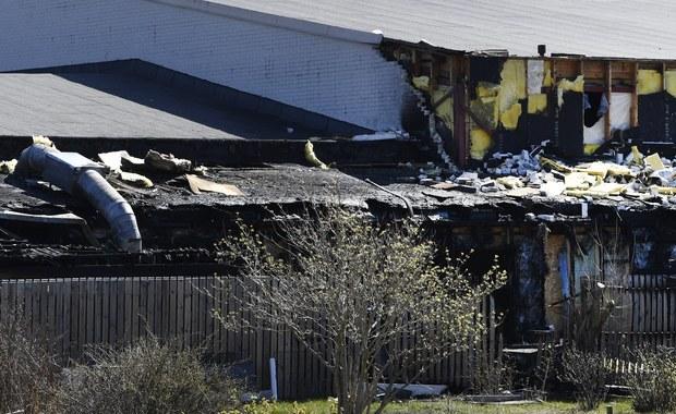 Szwedzka policja zatrzymała w poniedziałek osobę podejrzewaną o podpalenie ostatniej nocy meczetu na sztokholmskim przedmieściu Jarfalla. Spaliła się prawie jedna trzecia największej w Szwecji szyickiej świątyni. W pożarze nikt nie odniósł obrażeń.