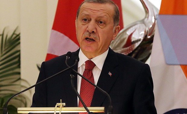 Prezydent Turcji Recep Tayyip Erdogan powiedział, że obywatele jego kraju w referendum zdecydują o kontynuowaniu starań o przyjęcie Turcji do Unii Europejskiej. Erdogan oznajmił to w wywiadzie dla indyjskiej telewizji.