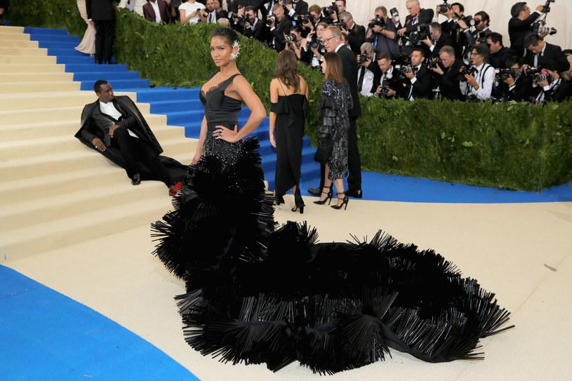 Katy Perry ogłasza tytuł swojej płyty, Selena Gomez szepcze do ucha czułe słówka The Weekndowi, a internauci śmieją się m.in. z Diddy'ego. Co działo się na tegorocznej MET Gala?