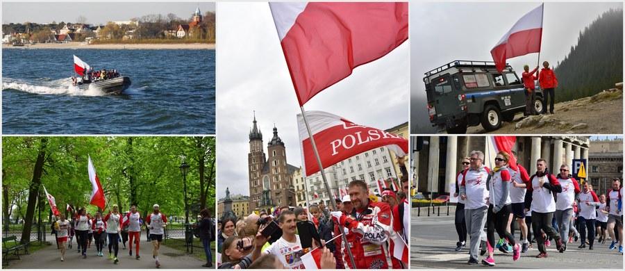 2 maja świętowaliśmy Dzień Flagi! O poranku z Helu wyruszyła biało-czerwona sztafeta RMF FM. Dotarliśmy łodzią do Sopotu, następnie samolotem dolecieliśmy do Warszawy. W stolicy głównym punktem programu była sztafeta polityków: ponad podziałami. Kolejnym przystankiem był Kraków, a ostatnim - Zakopane. Specjalnie dla Was prowadziliśmy relację z tego wydarzenia minuta po minucie!