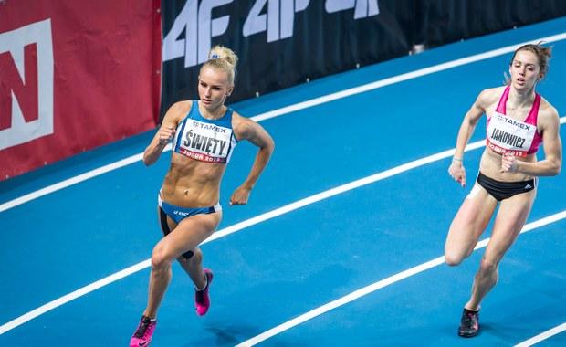 Pięknie lekkoatletki: Małgorzata Hołub, Iga Baumgart, Adrianna Janowicz i Justyna Święty zostały wyróżnione tytułem Sportowca Kwietnia w plebiscycie RMF FM i Interii. Przedstawicielki sztafety 4x400 metrów zdobyły 21,56 procent głosów.
