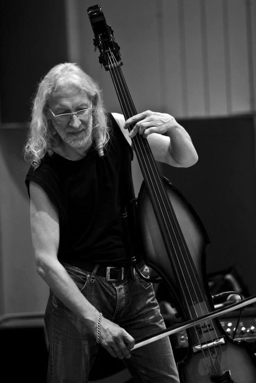 Do mediów trafiła informacja o śmierci Marka Maca, szczecińskiego basisty i kontrabasisty. W ostatnich latach mieszkał we Frankfurcie nad Menem.