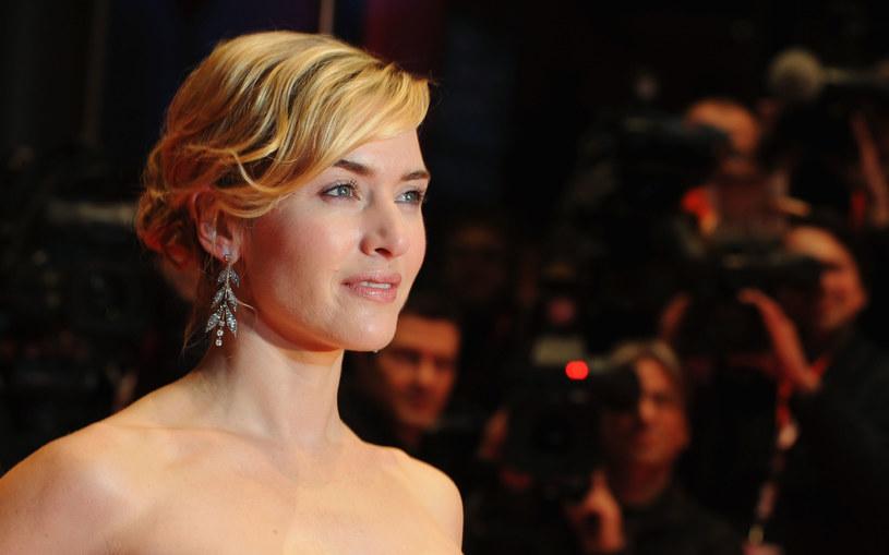 """Chętnie gra niezależne kobiety, bo sama właśnie taka jest. - Tę cechę wyniosłam z domu i to ona sprawiła, że odniosłam sukces oraz, że jestem szczęśliwą osobą - mówi Kate Winslet, laureatka Oscara za najlepszą rolę pierwszoplanową w filmie """"Lektor""""."""