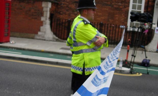 20-letnia Karolina z Polski została zamordowana we wschodnim Londynie. Sprawca zaatakował nożem także dwie inne osoby. Przebywają one obecnie w szpitalu. Policja o popełnienie tej zbrodni podejrzewa byłego chłopaka młodej Polki. Jest on poszukiwany.