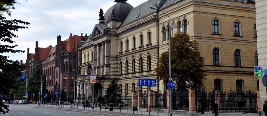 Nie udało się wykryć źródła zanieczyszczenia powietrza dwutlenkiem siarki w Szczecinie. Wczoraj wieczorem wskaźniki w centrum miasta odnotowały znaczny wzrost stężenia tego trującego gazu. Sprawę wyjaśnia Wojewódzka Inspekcja Ochrony Środowiska.