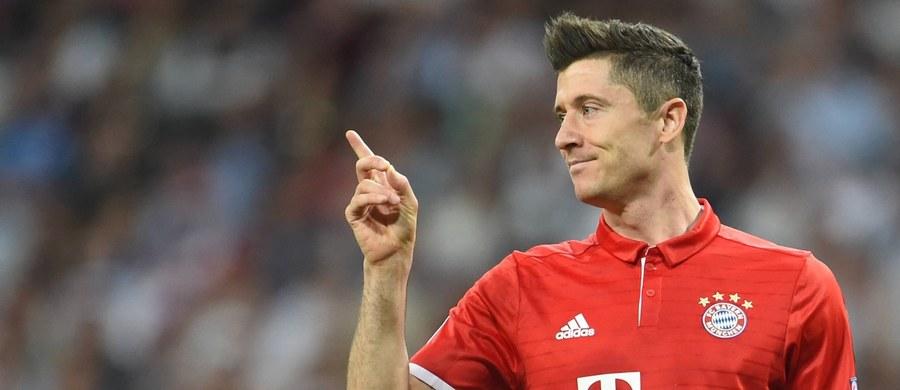 Piłkarze Bayernu Monachium, którzy już w ubiegłym tygodniu zapewnili sobie mistrzowski tytuł, pokonali w ligowym pojedynku Darmstadt 1:0. Robert Lewandowski nie powiększył jednak swego dorobku bramkowego, a w klasyfikacji najskuteczniejszych strzelców Bundesligi zrównał się z nim Gabończyk Pierre-Emerick Aubameyang z Borussii Dortmund.