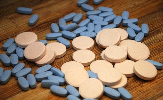 Główny Inspektor Farmaceutyczny wycofał z obrotu na terenie całego kraju trzy serie leku przeciwnowotworowego Bleomedac. Decyzję podjęto na podstawie informacji z systemu Rapid Alert. W proszku, z którego przygotowuje się roztwór do wstrzykiwań, mogą znajdować się cząstki szkła.