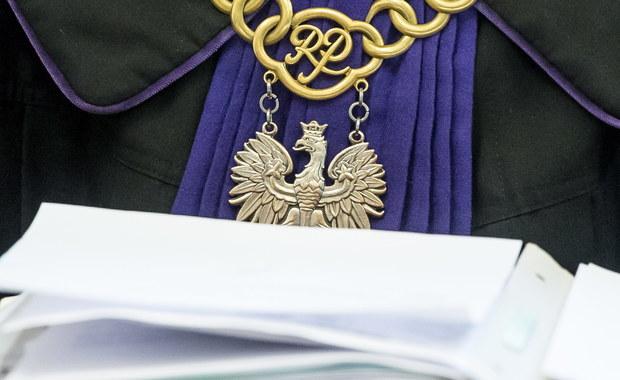 Rada Wydziału Prawa Uniwersytetu Jagiellońskiego przyjęła uchwałę w sprawie planowanej reformy sądownictwa. Reporterzy RMF FM pierwsi informowali o tym, że zdaniem naukowców rządowa reforma jest niekonstytucyjna, likwiduje trójpodział władzy i niszczy niezawisłość sędziowską.
